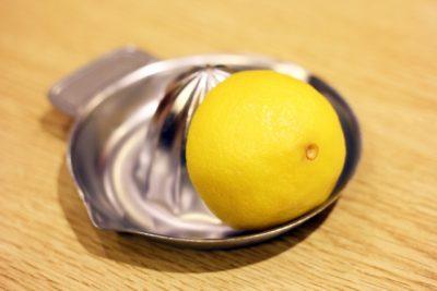 水割りに柑橘類をちょっと絞ってみる