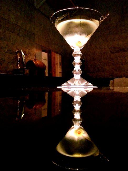 バー倉吉のマティーニ、バカラのグラスで